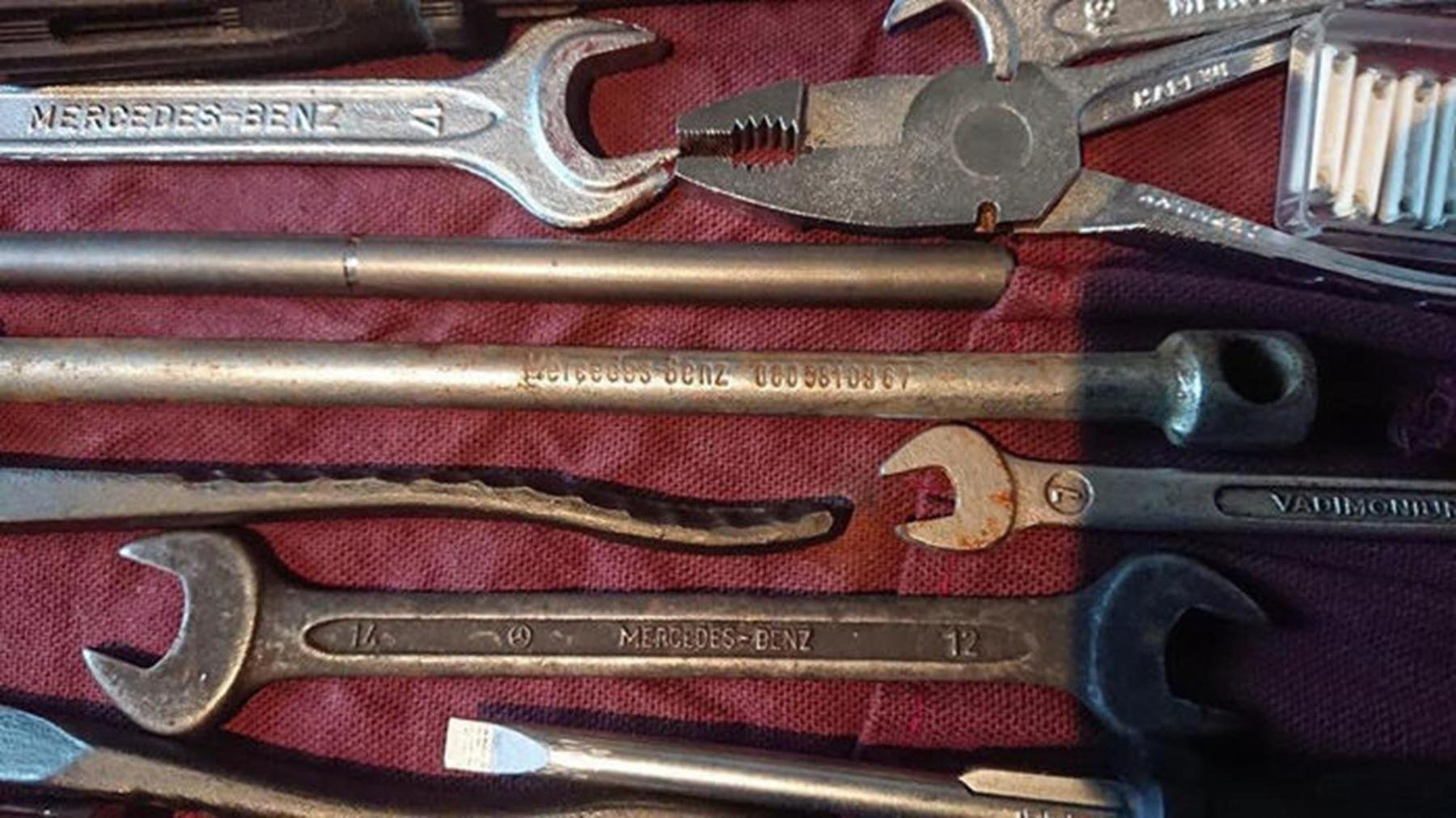 Original Mercedes Benz tool kit w123 w124 w126 w10 For Sale (picture 3 of 6)