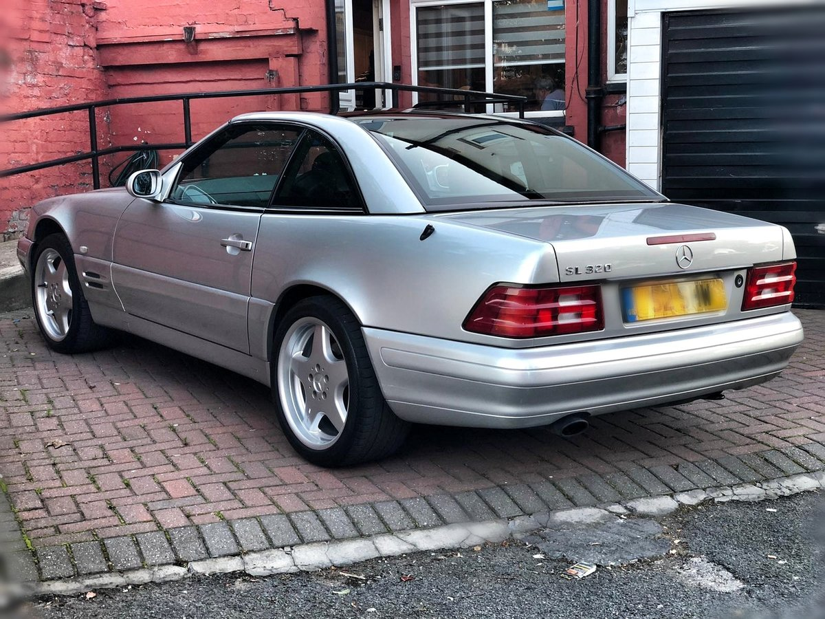 1998 Mercedes SL320 with FSH + Panoramic Roof SOLD (picture 3 of 6)