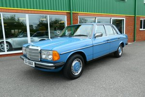 1982 Mercedes 200 W123 200 4dr manual in China Blue