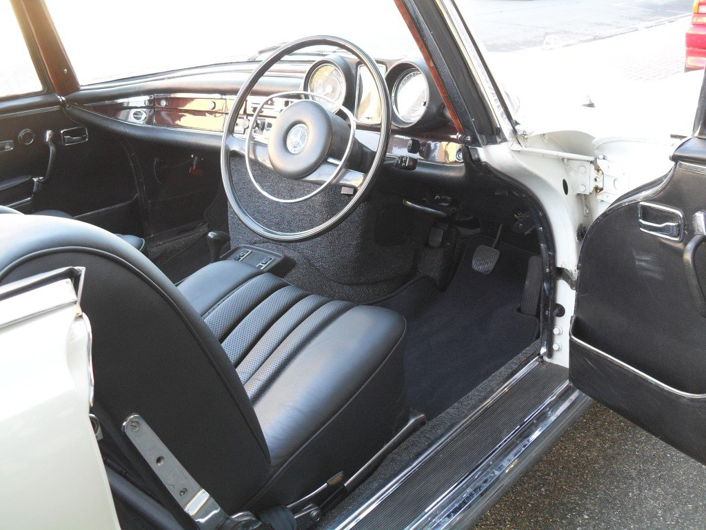 1974 Mercedes 280 SE 3.5 Cabriolet For Sale (picture 4 of 5)