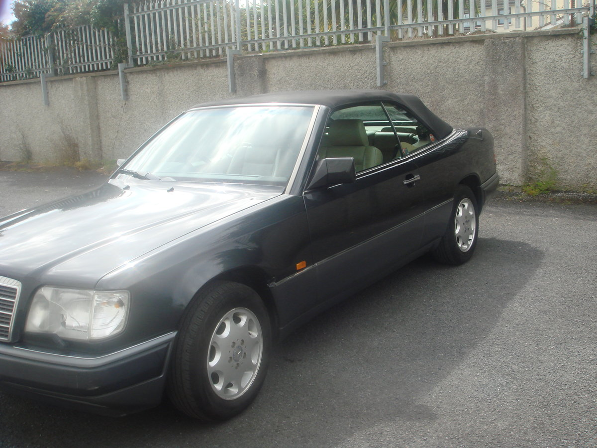 1994 Mercedes Benz E220 Cabriolet For Sale (picture 1 of 6)