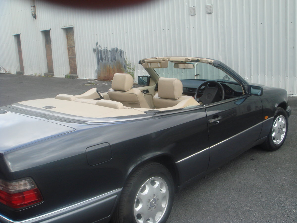 1994 Mercedes Benz E220 Cabriolet For Sale (picture 5 of 6)