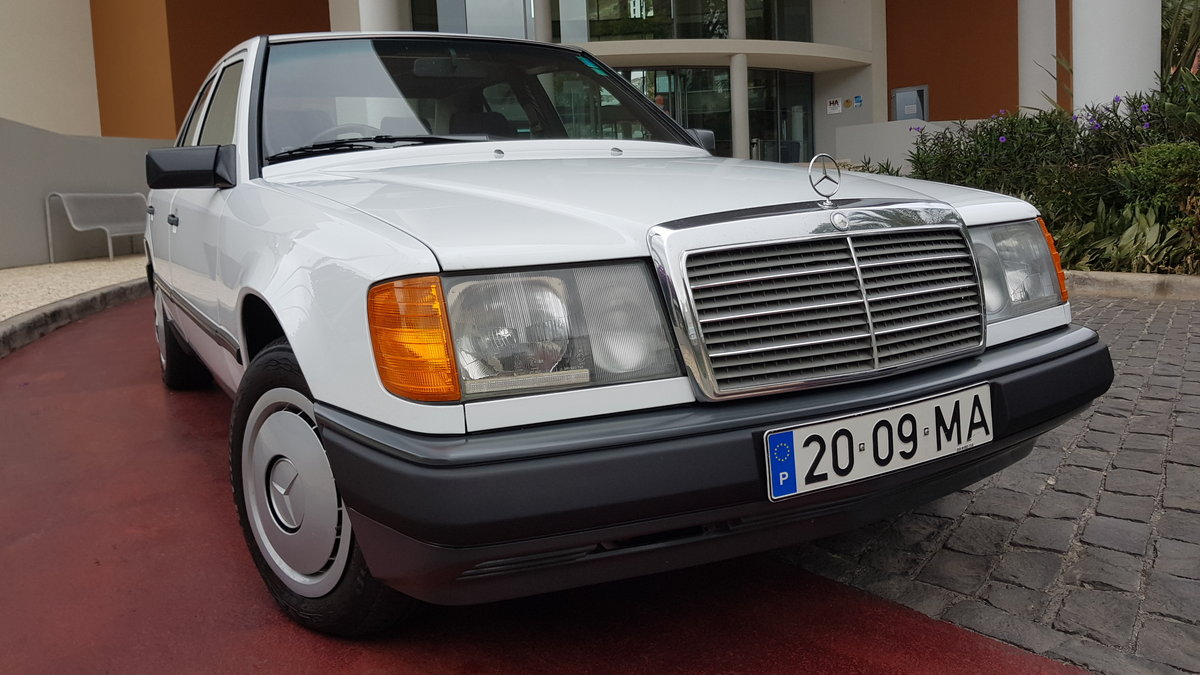 1991 MB 200E  RHD   38020 Kms  (23750 Mls)  from new For Sale (picture 1 of 6)