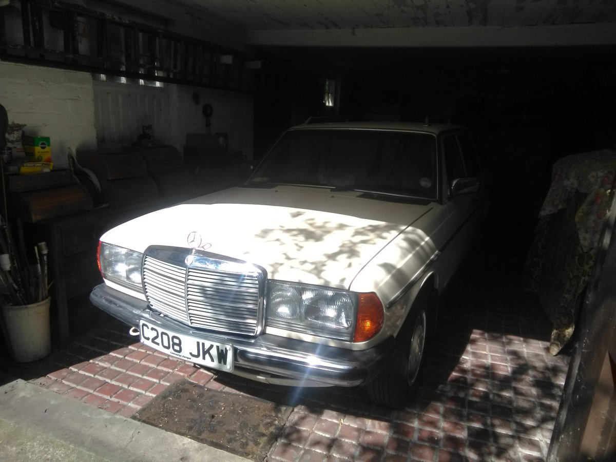 1985 Mercedes 200T - Lady unable to use it SOLD (picture 2 of 3)
