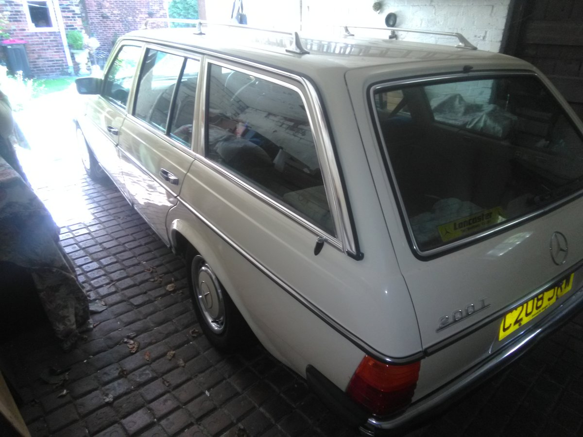 1985 Mercedes 200T - Lady unable to use it SOLD (picture 3 of 3)