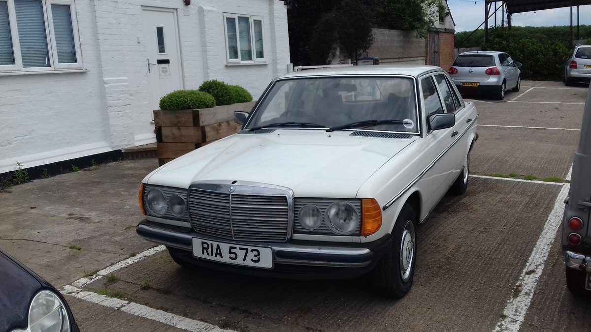 1979 MERCEDES 230 W123 SALOON ~ BARN FIND ~ MOT & TAX EXEMPT  SOLD (picture 1 of 6)