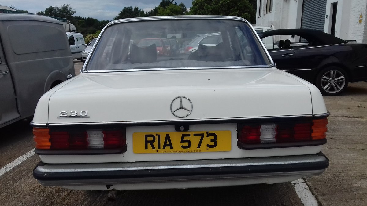 1979 MERCEDES 230 W123 SALOON ~ BARN FIND ~ MOT & TAX EXEMPT  SOLD (picture 2 of 6)