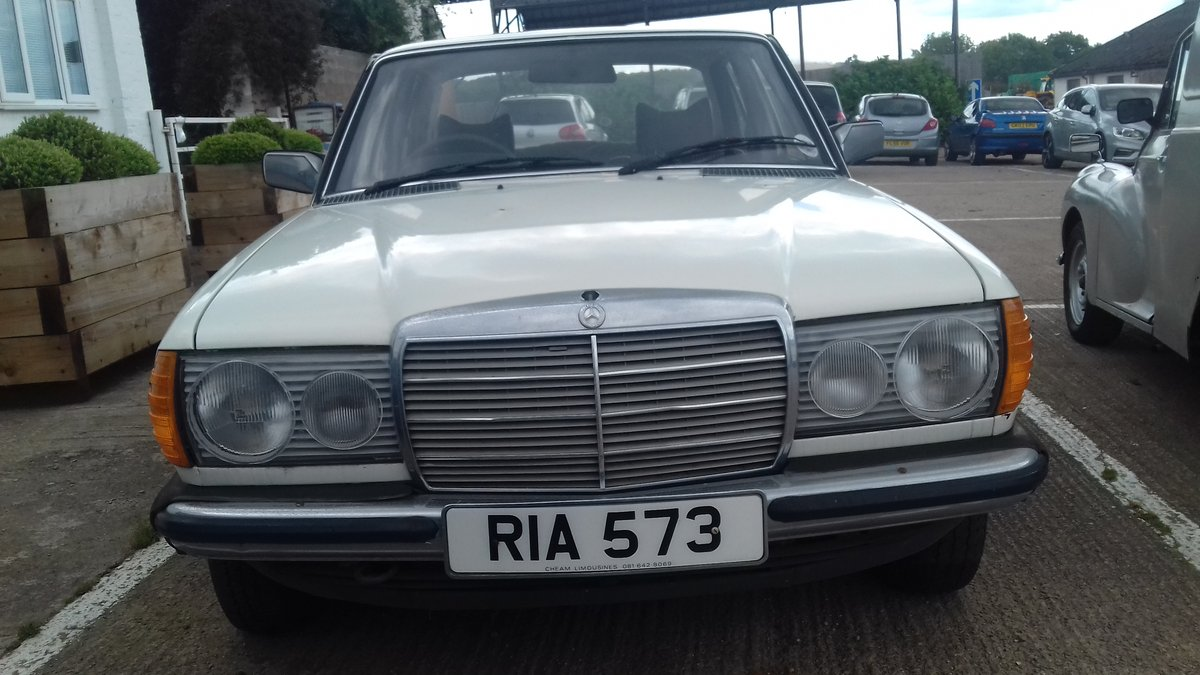 1979 MERCEDES 230 W123 SALOON ~ BARN FIND ~ MOT & TAX EXEMPT  SOLD (picture 3 of 6)