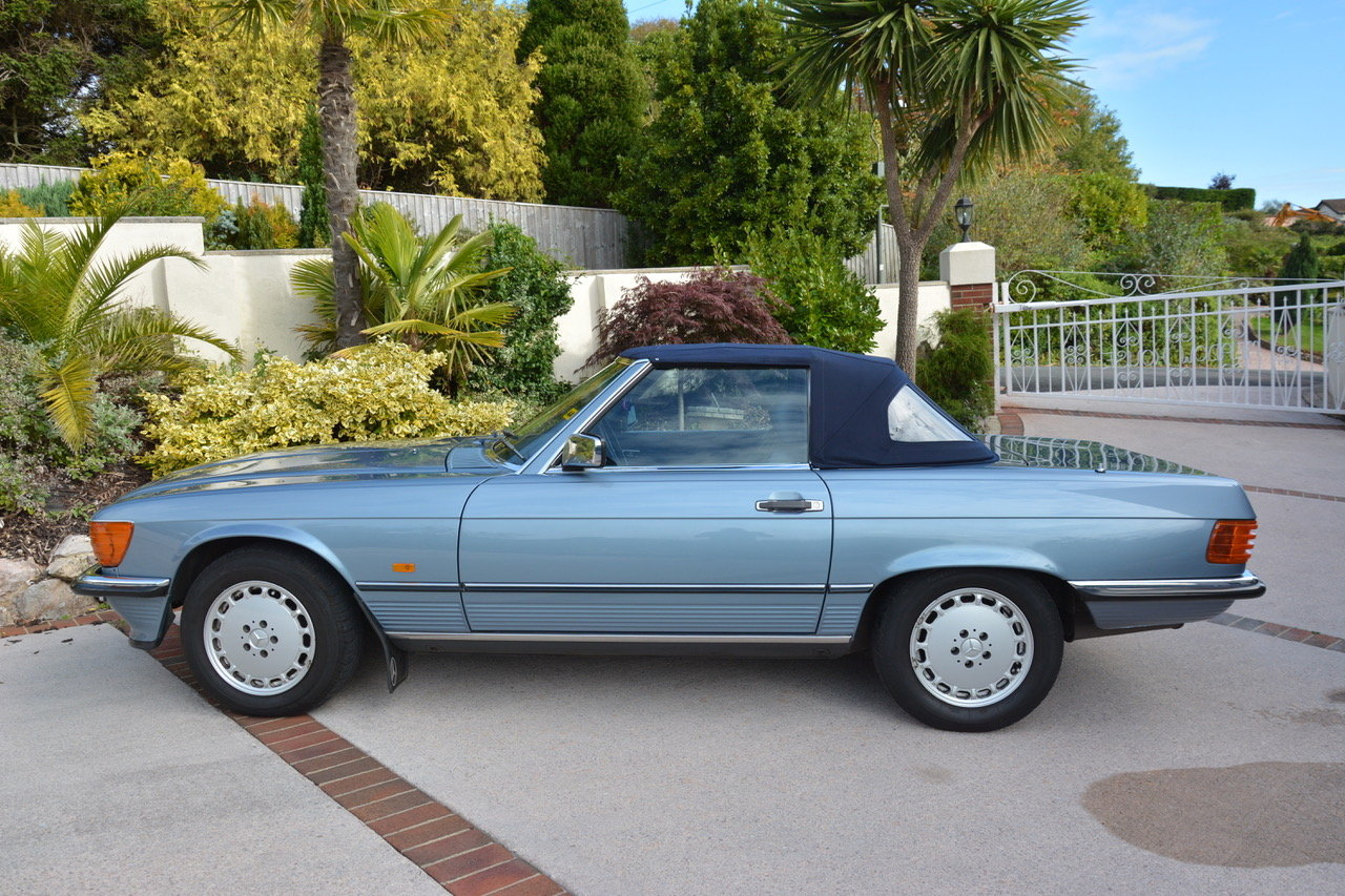 1988 Mercedes-Benz 300 SL (R107) For Sale (picture 3 of 6)