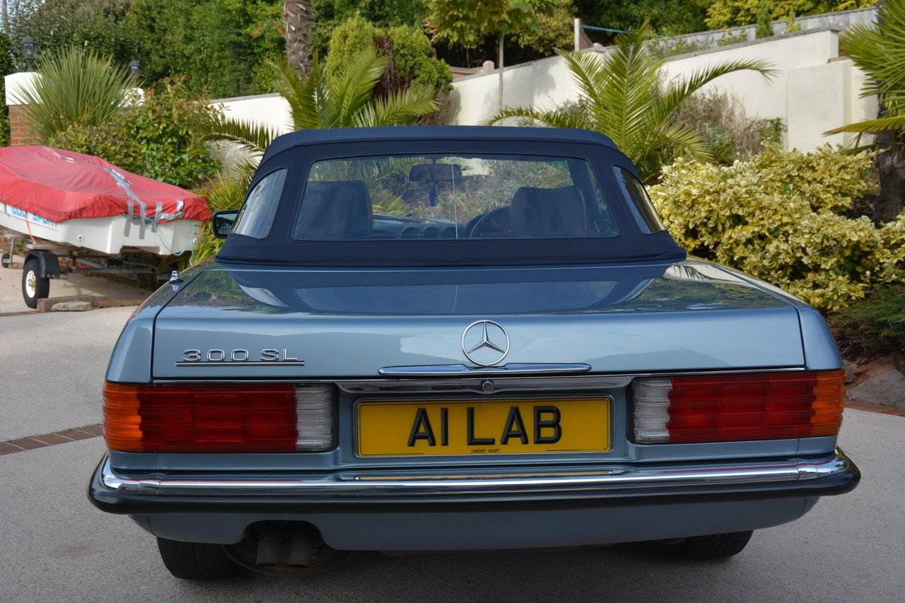 1988 Mercedes-Benz 300 SL (R107) For Sale (picture 5 of 6)