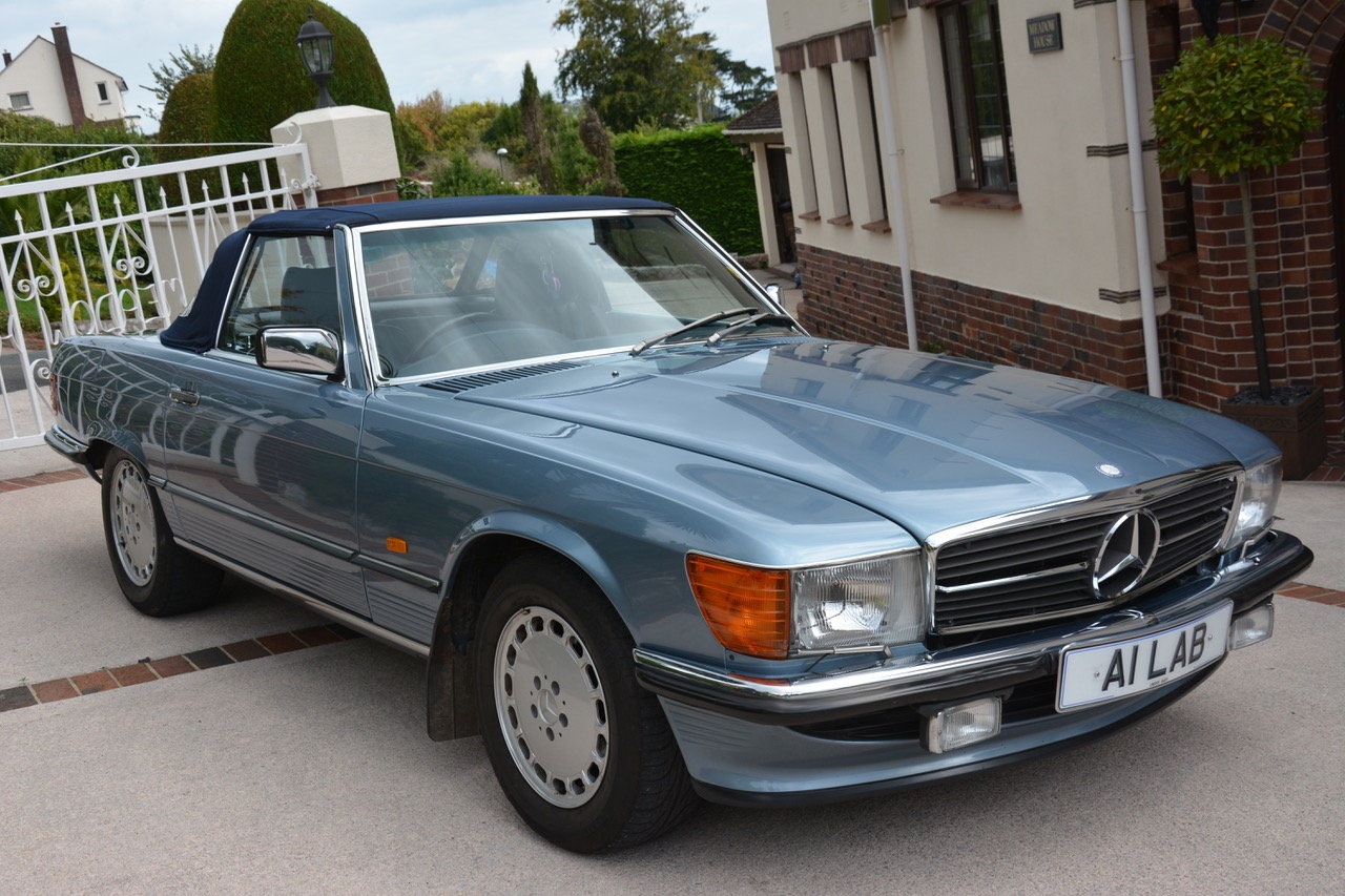 1988 Mercedes-Benz 300 SL (R107) For Sale (picture 2 of 6)