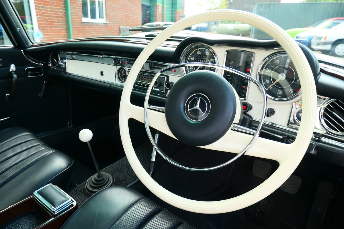 1970 Mercedes W113 280SL Pagoda RHD Manual For Sale (picture 5 of 6)