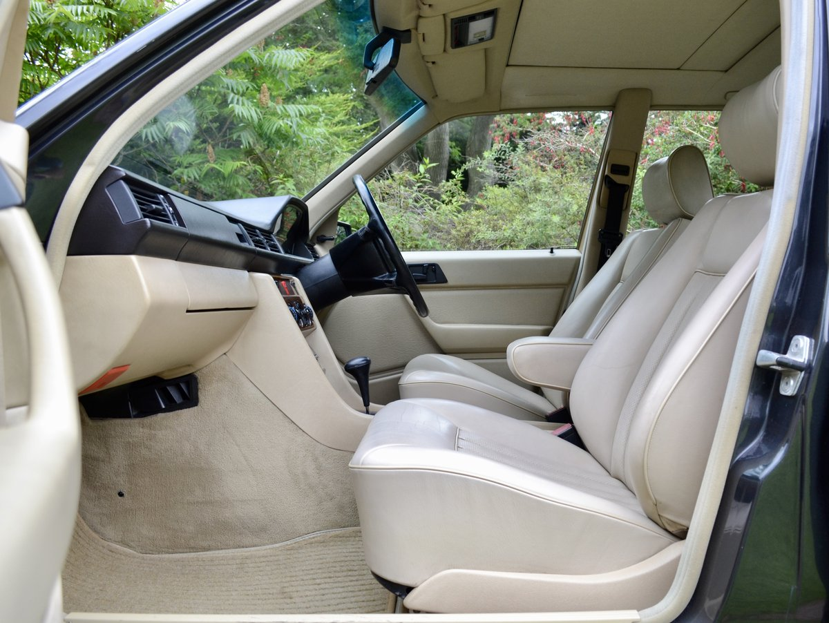 1988 Mercedes 260E W124 *60k, High Spec, Leather, FSH* SOLD (picture 4 of 6)