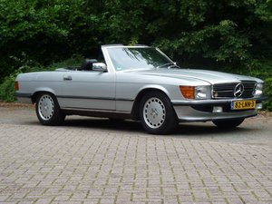 1985 Beautiful Mercedes-Benz 500 SL in a fantastic condition For Sale