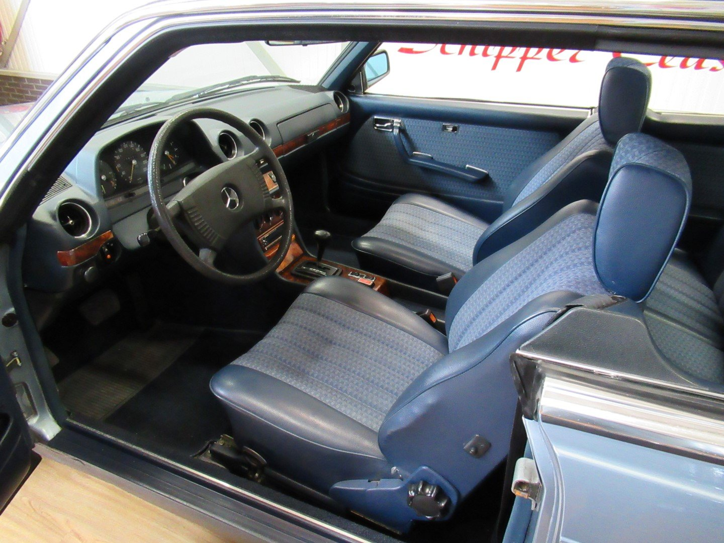 1977 Mercedes 280CE W123 Coupé For Sale (picture 4 of 6)