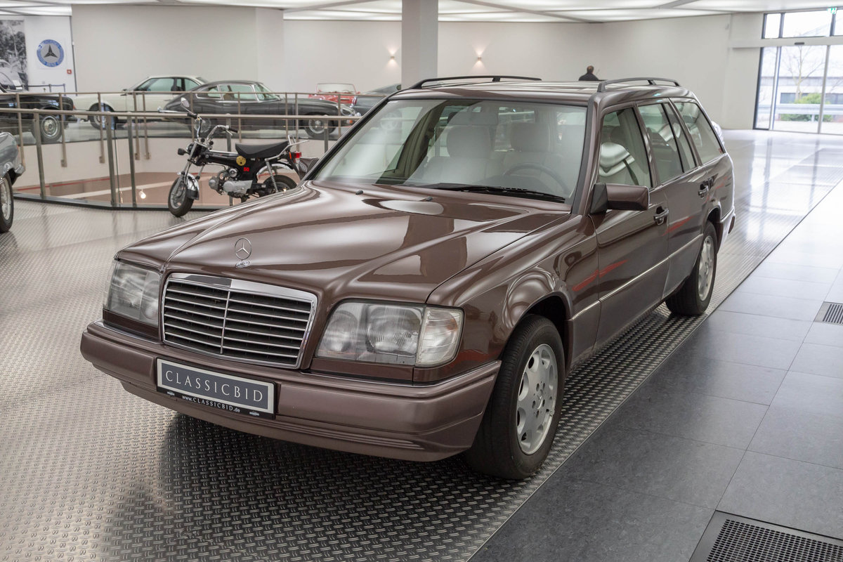 1994 Mercedes-Benz E 200 T For Sale (picture 1 of 6)