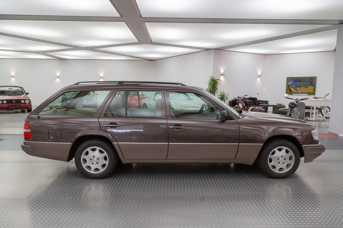 1994 Mercedes-Benz E 200 T For Sale (picture 2 of 6)