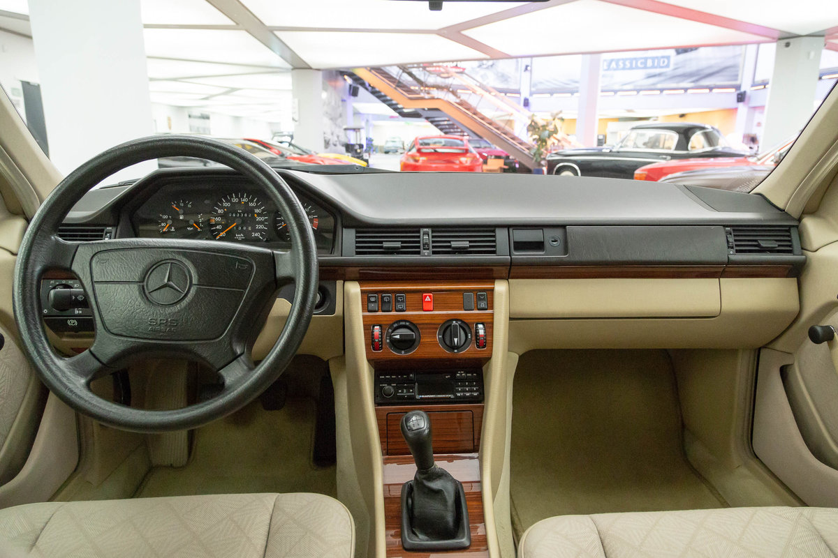 1994 Mercedes-Benz E 200 T For Sale (picture 5 of 6)