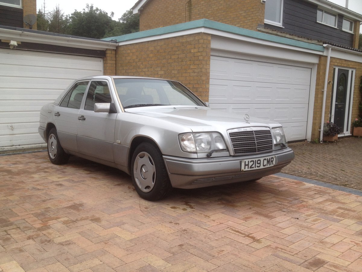 1991 Mercedes w124 300D SOLD (picture 1 of 6)