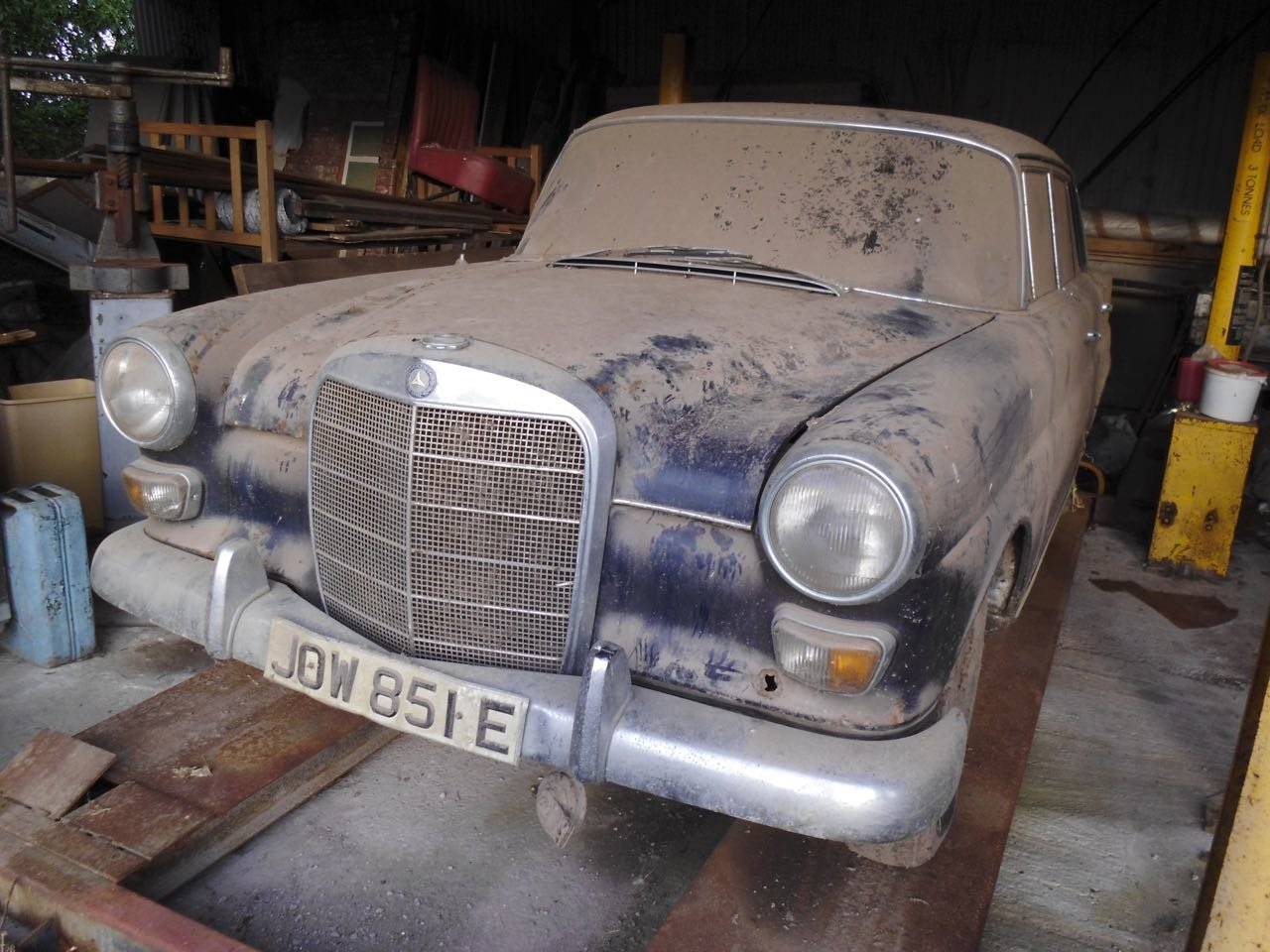 1967 Mercedes 200 saloon barn find. Registered 1968 SOLD (picture 1 of 6)