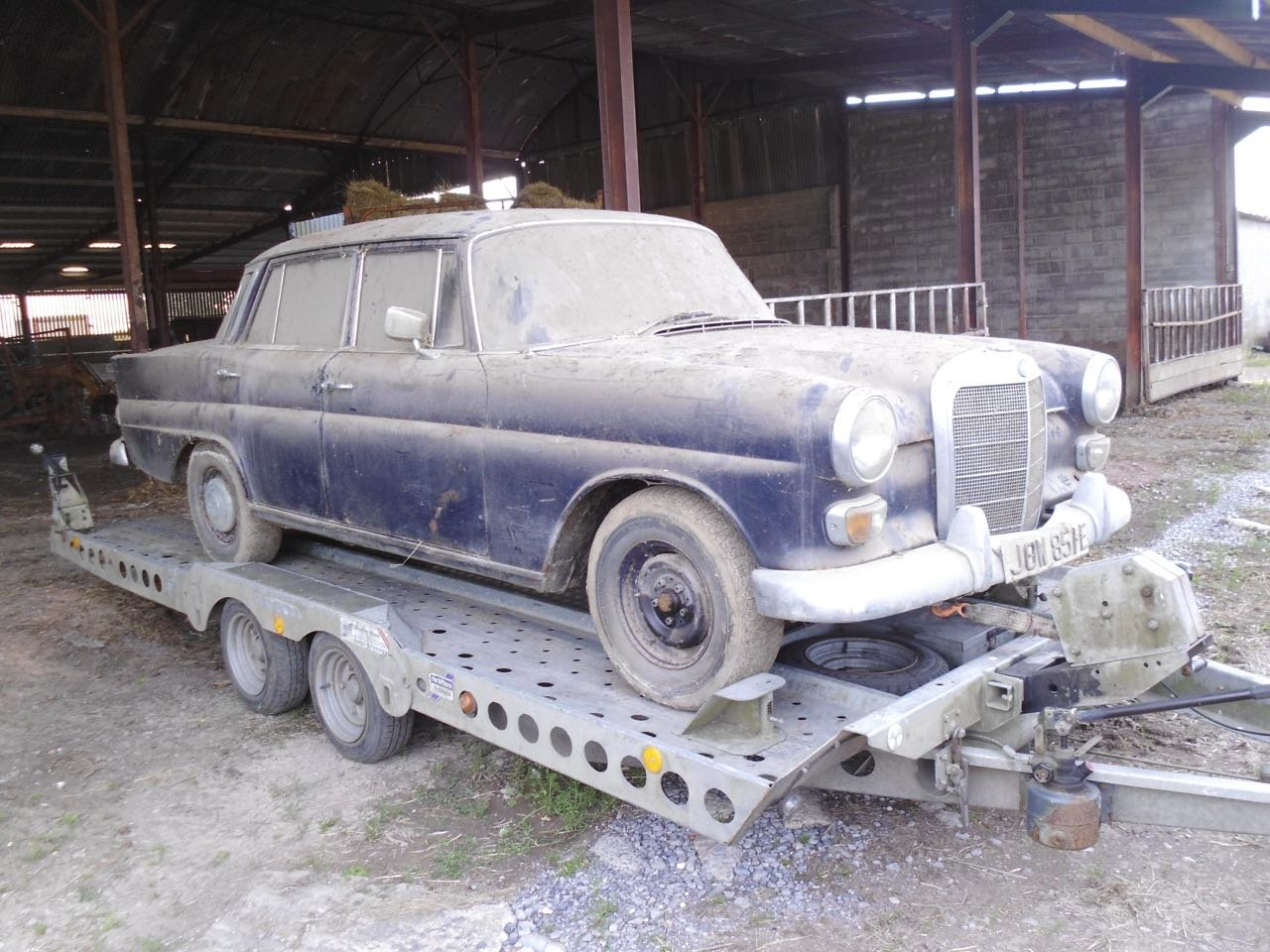 1967 Mercedes 200 saloon barn find. Registered 1968 SOLD (picture 2 of 6)