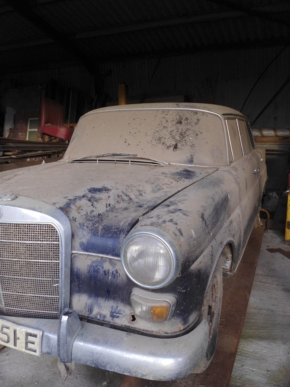 1967 Mercedes 200 saloon barn find. Registered 1968 SOLD (picture 3 of 6)