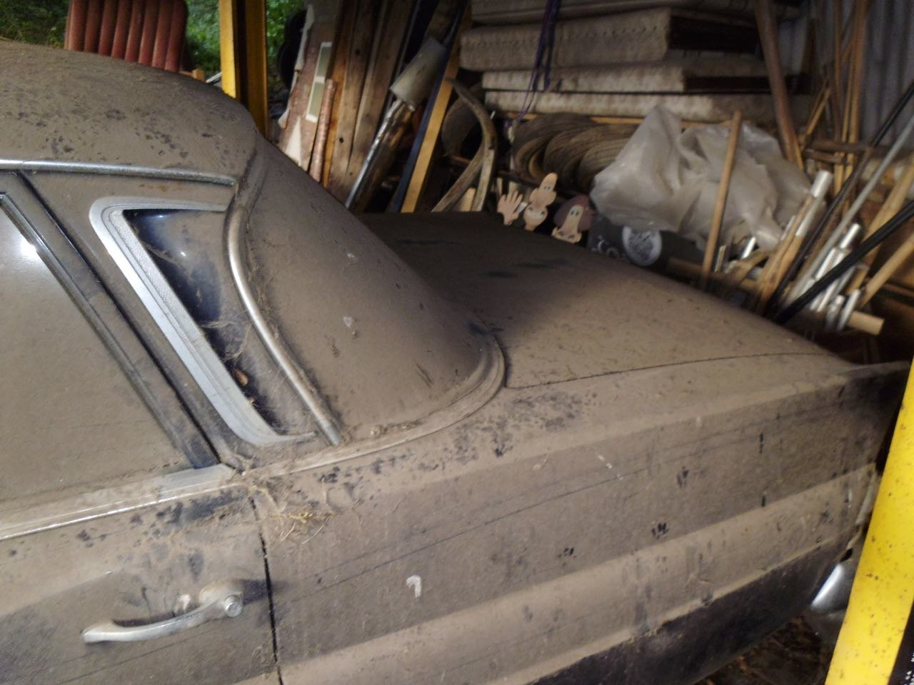 1967 Mercedes 200 saloon barn find. Registered 1968 SOLD (picture 4 of 6)