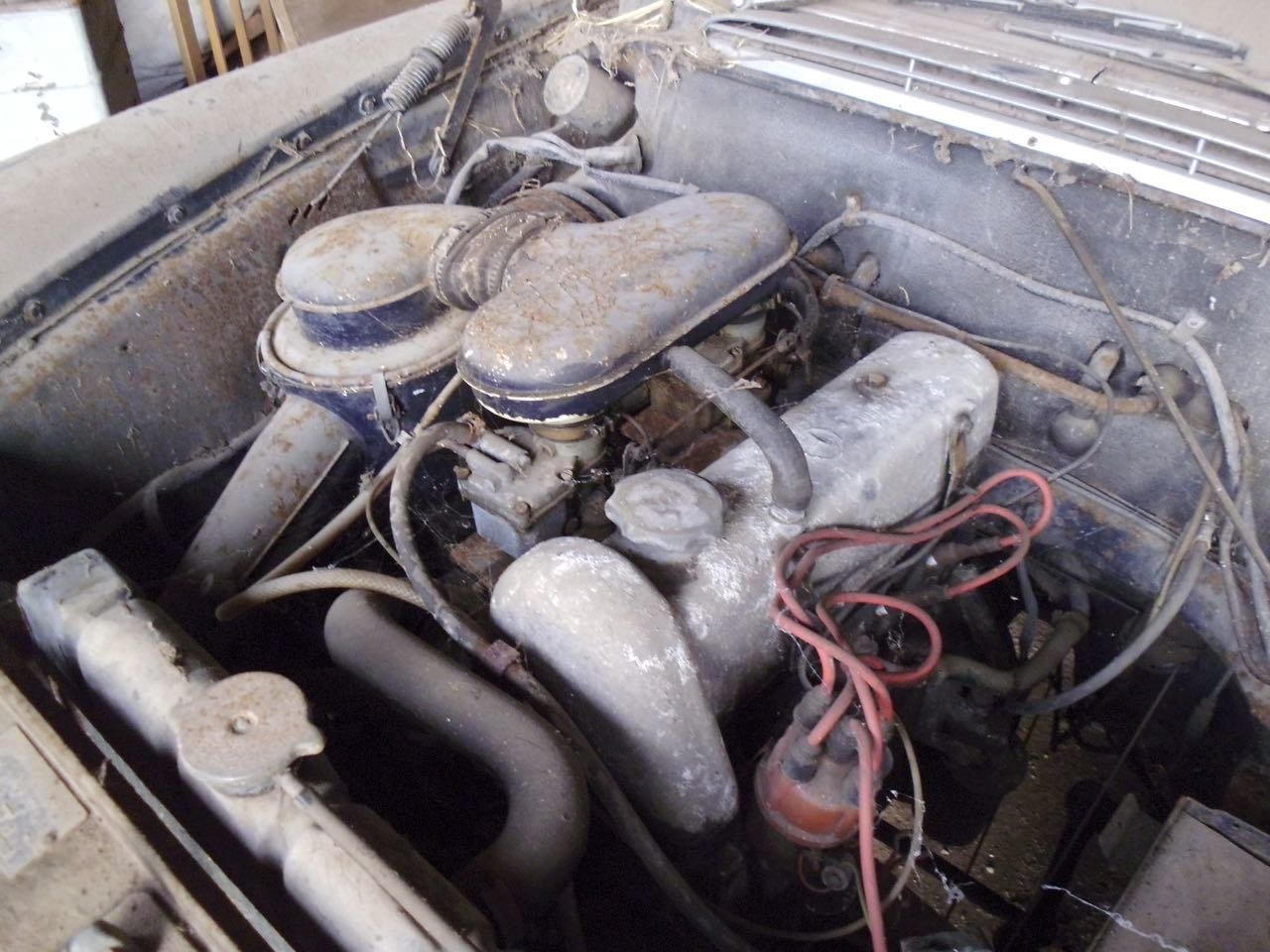 1967 Mercedes 200 saloon barn find. Registered 1968 SOLD (picture 5 of 6)