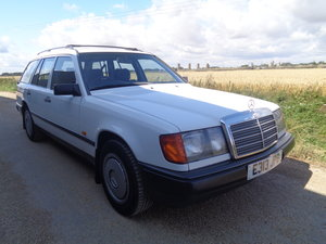 1988 Mercedes 230 te estate - 7 seater - very clean !! For Sale