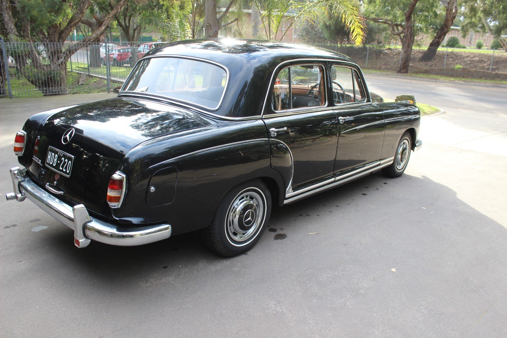 "1959 Mercedes Benz ""Ponton"" saloon 220S For Sale (picture 4 of 6)"