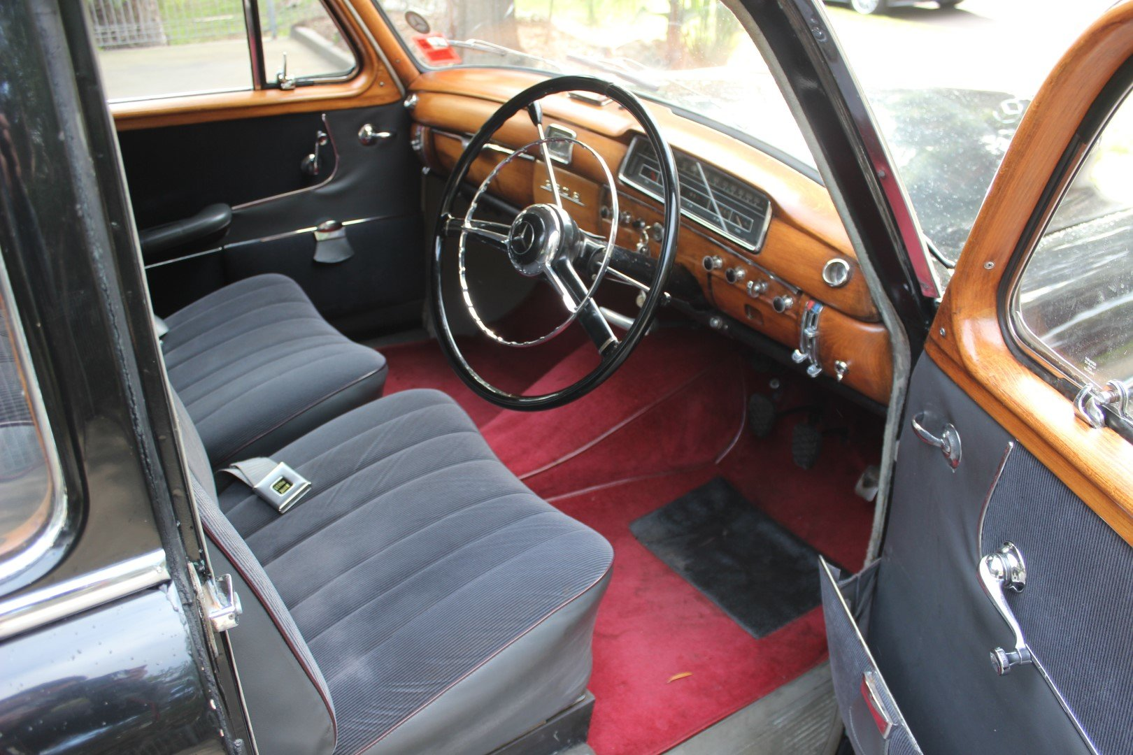 "1959 Mercedes Benz ""Ponton"" saloon 220S For Sale (picture 5 of 6)"