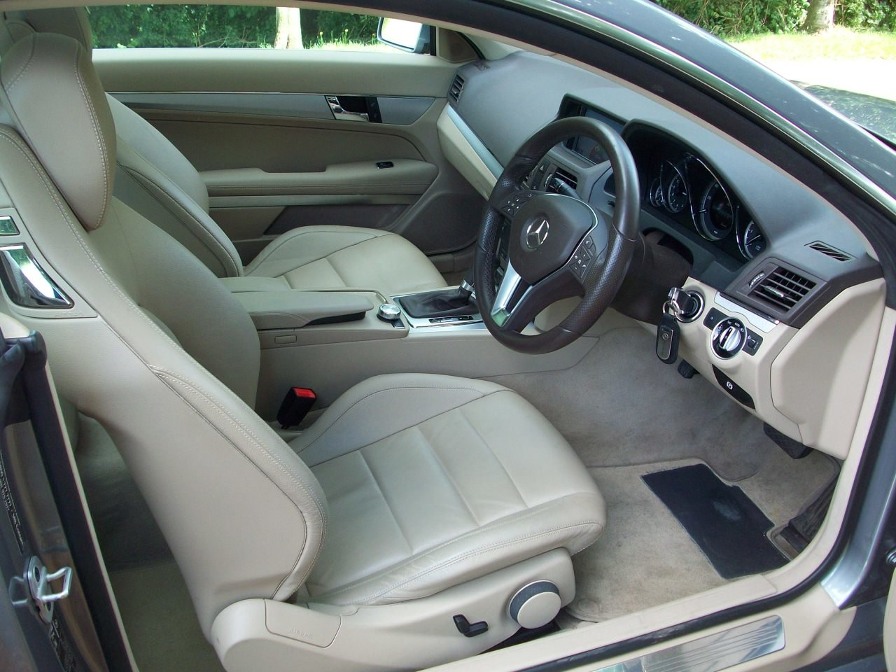 2013 Mercedes Benz E350CDI Blue Efficiency Coupe SOLD (picture 3 of 6)