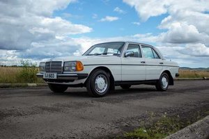 1981 Mercedes 200 at Morris Leslie Auction 17th August