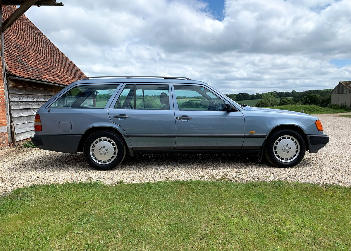 1986 Mercedes W124 230TE - Restored SOLD (picture 2 of 6)