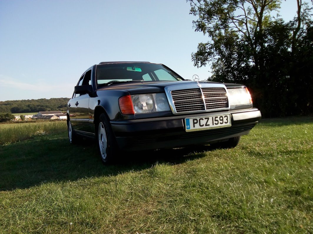 1988 Mercedes W124 230 automatic  For Sale (picture 1 of 6)
