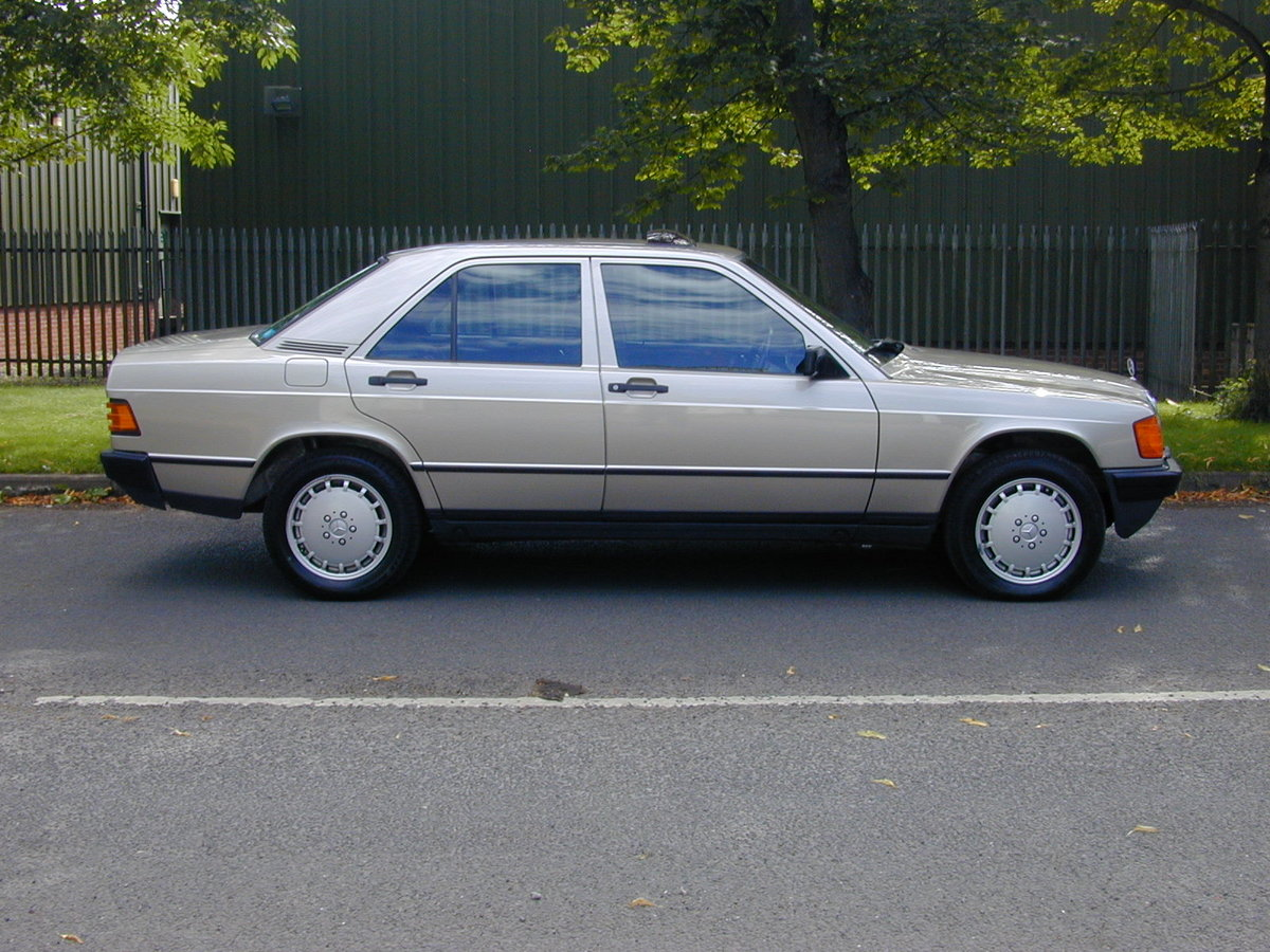 MERCEDES BENZ 190 2.0e 100 yrs - 1886-1986 CENTENARY EDITION For Sale (picture 2 of 6)