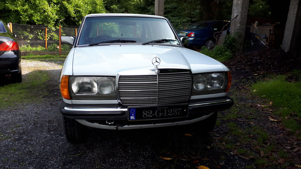 1982 Mercedes W123 240D Limousine SOLD (picture 4 of 5)