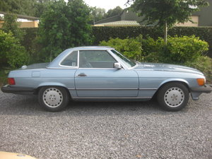 1988 Mercedes SL560 Cabrio Model 107 in Nice Diamond Bluemetallic For Sale
