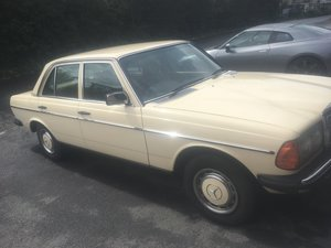 1983 Mercedes w123 230e cream For Sale