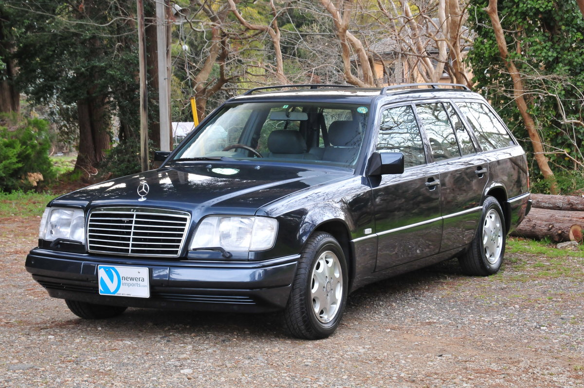 1995 E320 24V LIMITED Luxury Wagon. 7 Seats. Zero Rust Since New. For Sale (picture 1 of 6)
