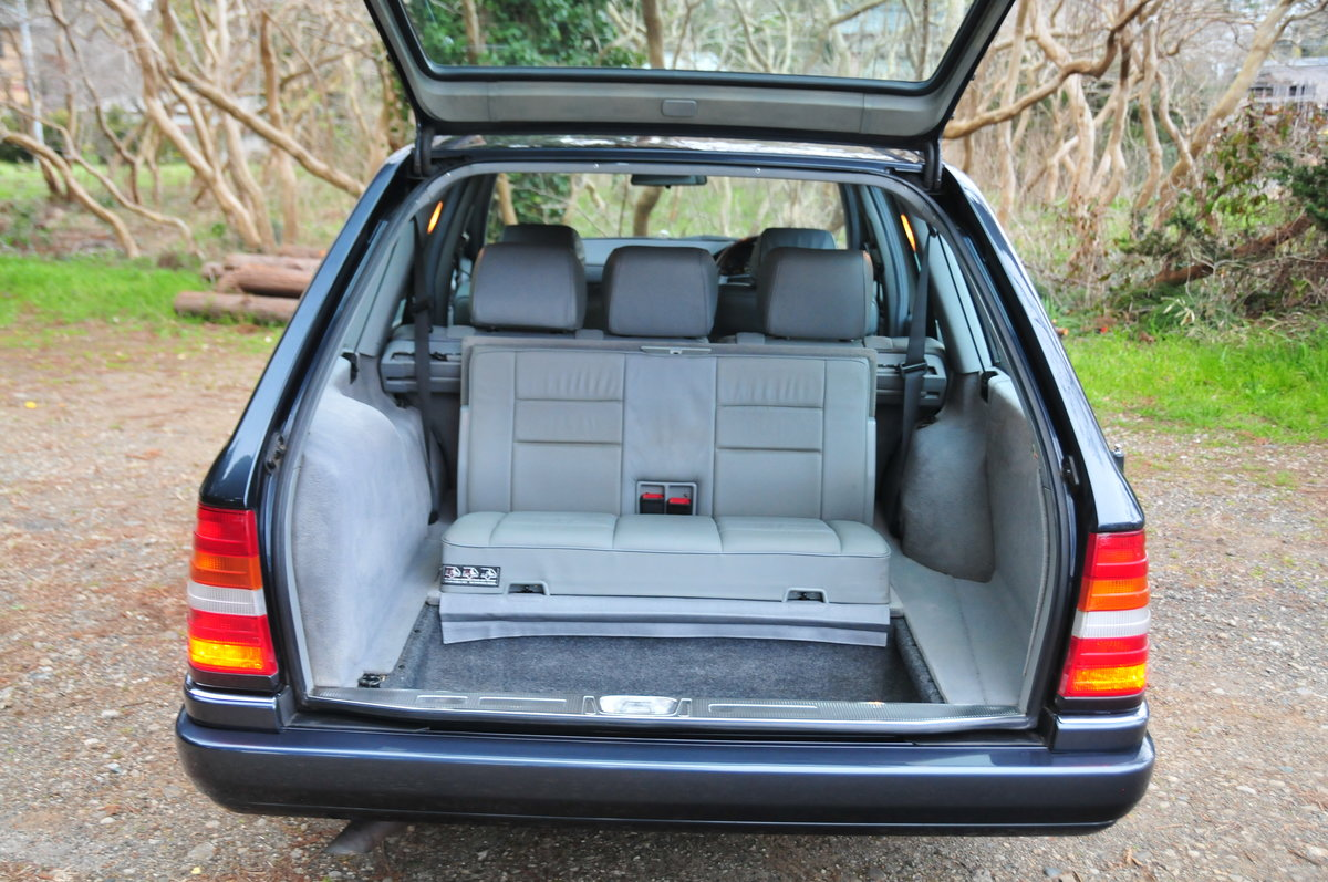 1995 E320 24V LIMITED Luxury Wagon. 7 Seats. Zero Rust Since New. For Sale (picture 6 of 6)