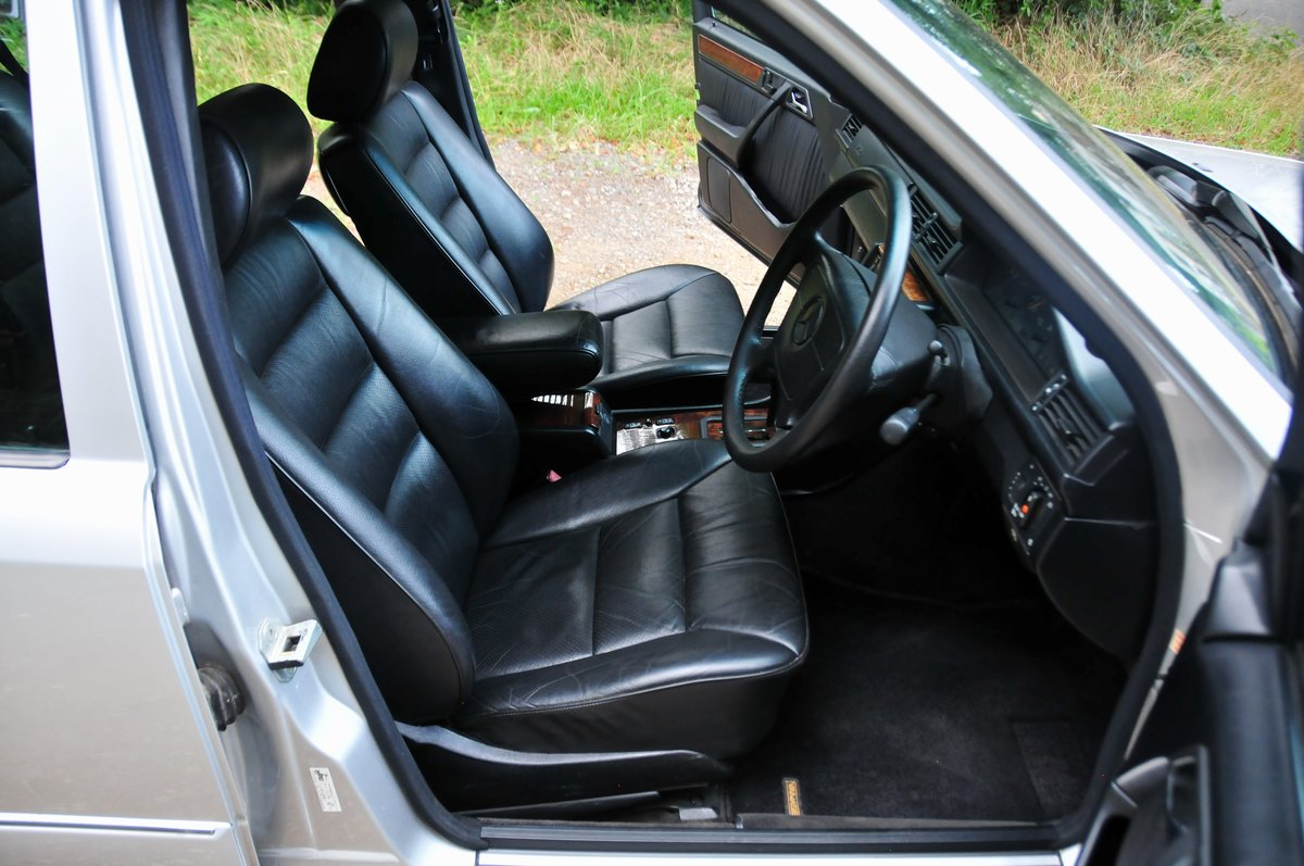 1995 E320 24V Limited - Full Factory Options. 7 Seats. For Sale (picture 3 of 6)