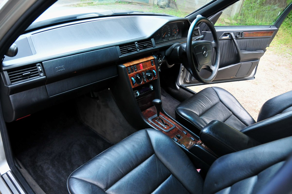 1995 E320 24V Limited - Full Factory Options. 7 Seats. For Sale (picture 4 of 6)
