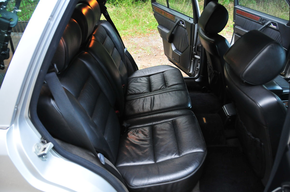 1995 E320 24V Limited - Full Factory Options. 7 Seats. For Sale (picture 5 of 6)