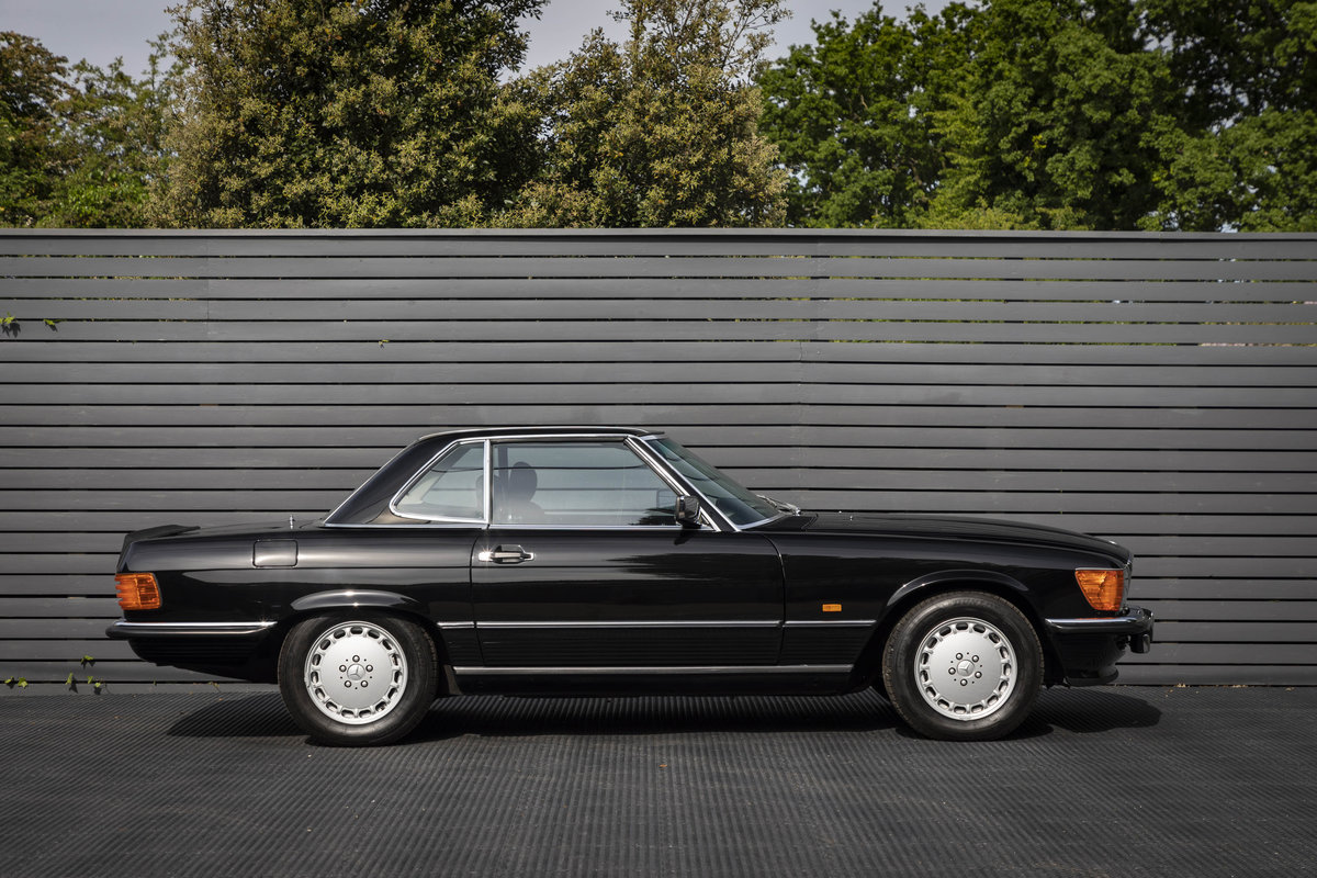 1988 Mercedes 500SL R107 ONLY 4700 MILES For Sale (picture 4 of 6)