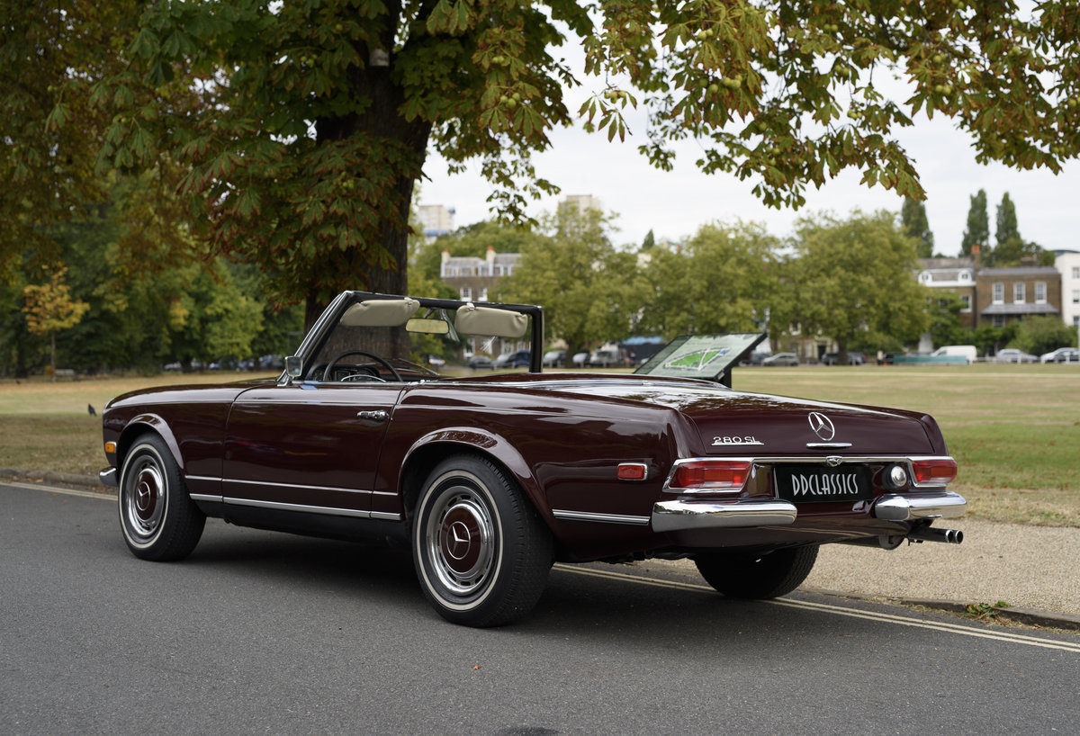 1969 Mercedes-Benz 280SL Pagoda (LHD) For Sale In London For Sale (picture 4 of 24)