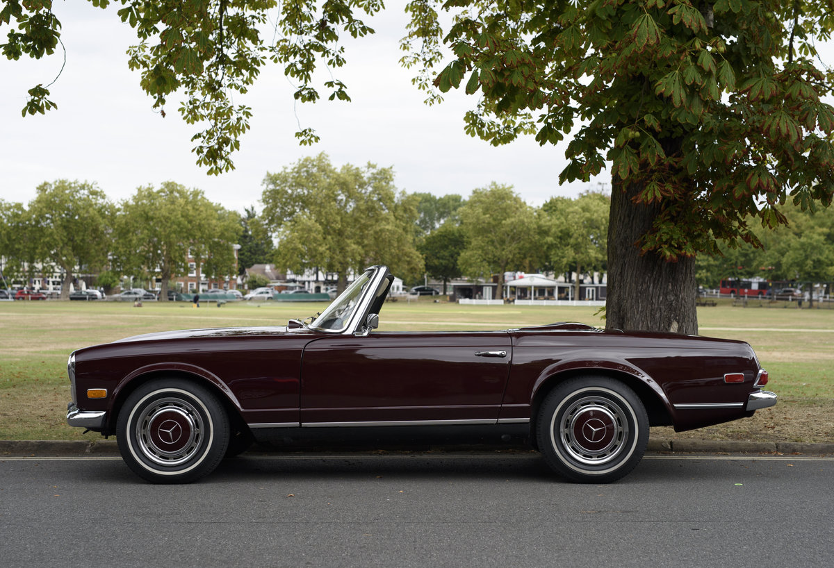 1969 Mercedes-Benz 280SL Pagoda (LHD) For Sale In London For Sale (picture 6 of 24)