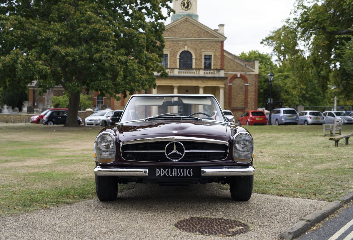 1969 Mercedes-Benz 280SL Pagoda (LHD) For Sale In London For Sale (picture 7 of 24)