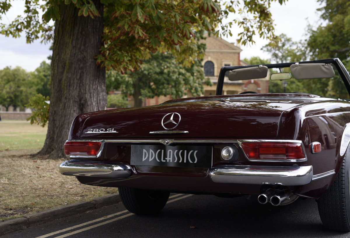1969 Mercedes-Benz 280SL Pagoda (LHD) For Sale In London For Sale (picture 9 of 24)