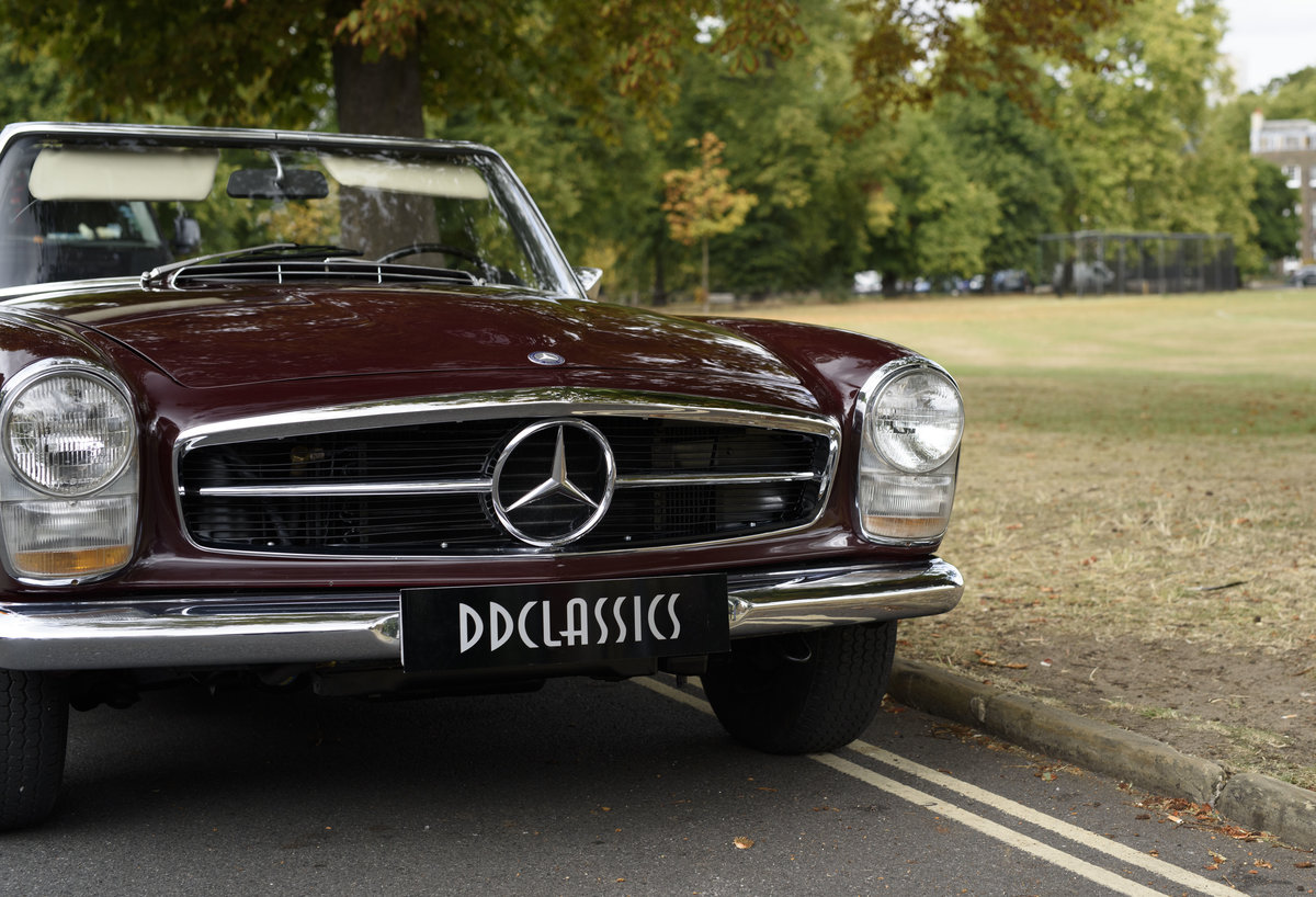 1969 Mercedes-Benz 280SL Pagoda (LHD) For Sale In London For Sale (picture 10 of 24)